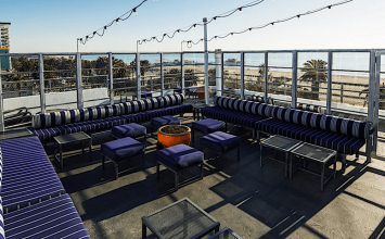 Suite 700: Sleek indoor-outdoor rooftop bar & lounge at Hotel Shangri-La
