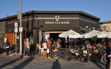 Venice Ale House, a casual gastropub with over 30 craft beers on tap