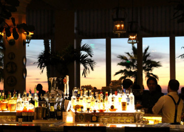 Schmooze at Veranda Bar at the Casa Del Mar Hotel